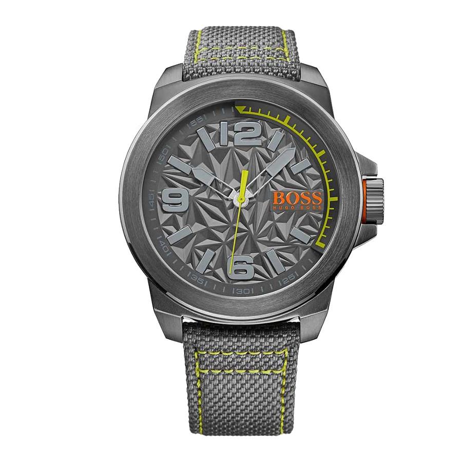 Artikel klicken und genauer betrachten! - Die Hugo Boss Orange New York Uhr HO1513344ist eine trendy und modische Analog Herren uhr. Das armband ist aus Stramin in de Farbe Grau. Die Herren uhr hat ein Quartz-Uhrwerk miet einem Ziffernblatt in der Farbe Grau. Das Gehäuse ist Edelstahl und hat einen durchmesser von 50 mm mit Farbe Grau.   im Online Shop kaufen