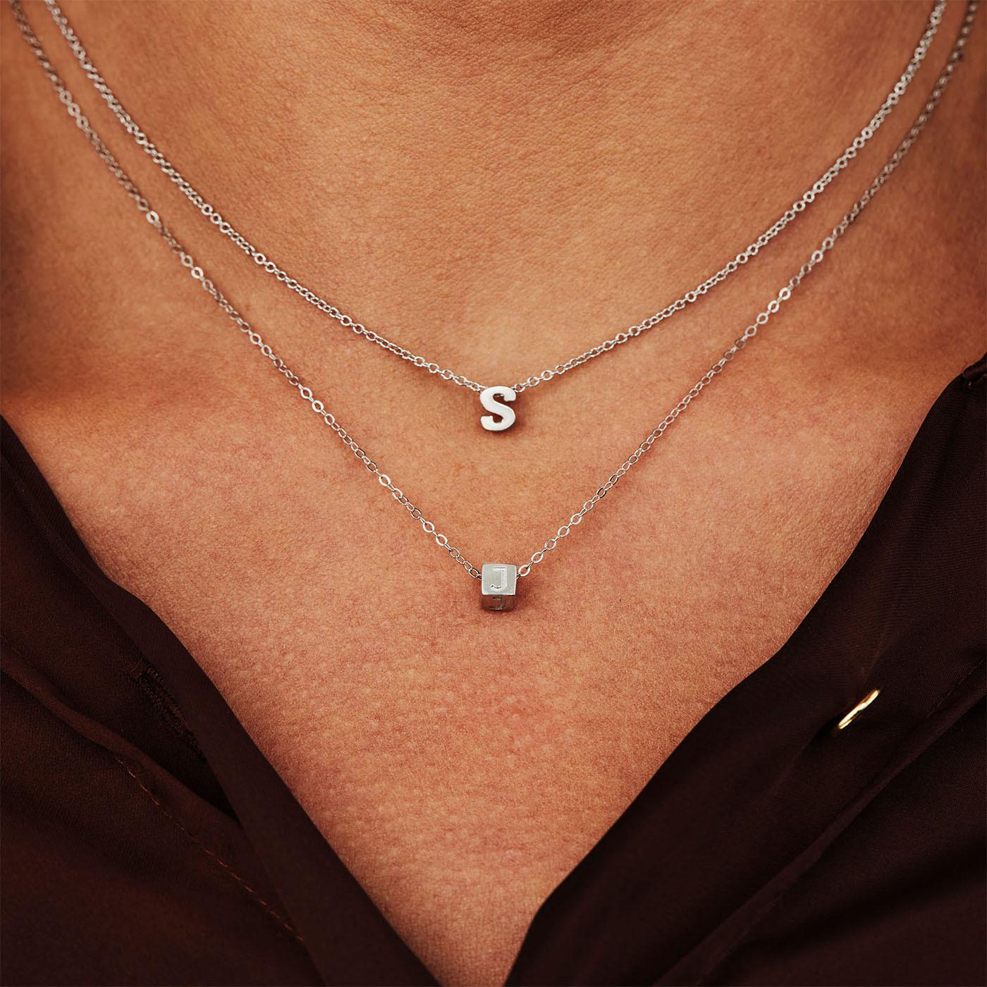 Selected Jewels Julie Céleste 925 sterling zilveren kubus initial ketting  SJ340013